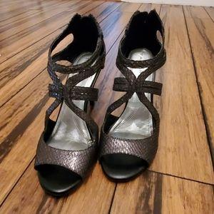Tahari charcoal gray/silver heels size 7